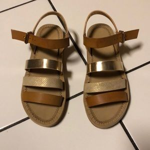 👡 Cute gold & tan sandals